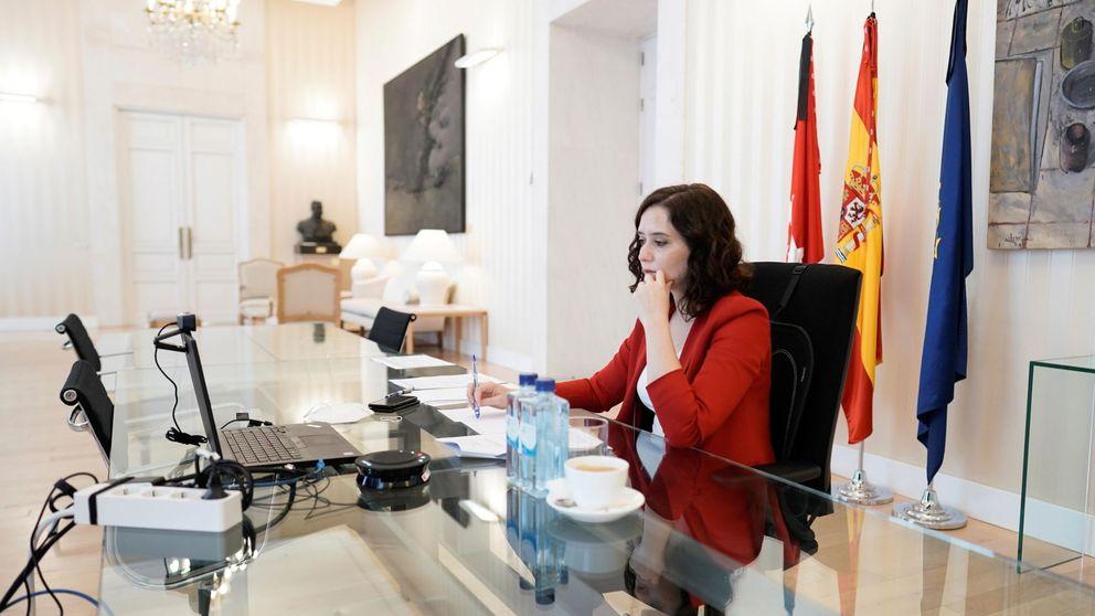 La foto movida de Sánchez y Ayuso en la Puerta del Sol