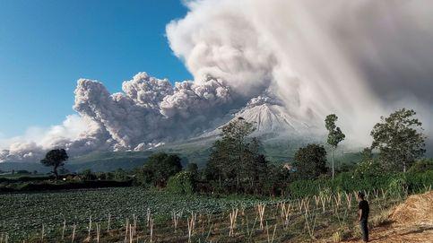 Erupción del volcán Sinabung en Karo