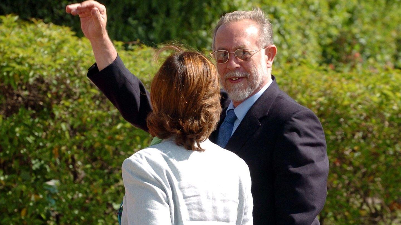 Los duques de Aosta a su llegada al aeropuerto de Madrid para asistir a la boda de los entonces príncipes de Asturias. (Efe)