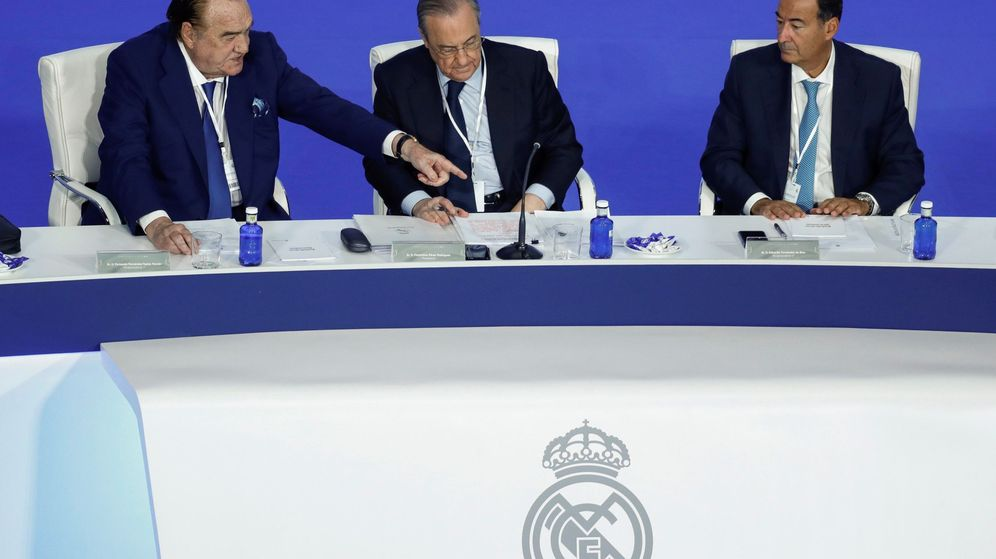 Foto: Fernández Tapias, Florentino Pérez y Eduardo Fernández de Blas en la Asamblea. (Efe)