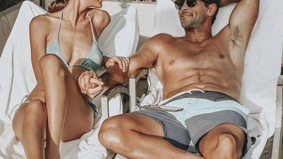 Sabemos de dónde son los bikinis con los que Ana Boyer vive de eterna luna de miel