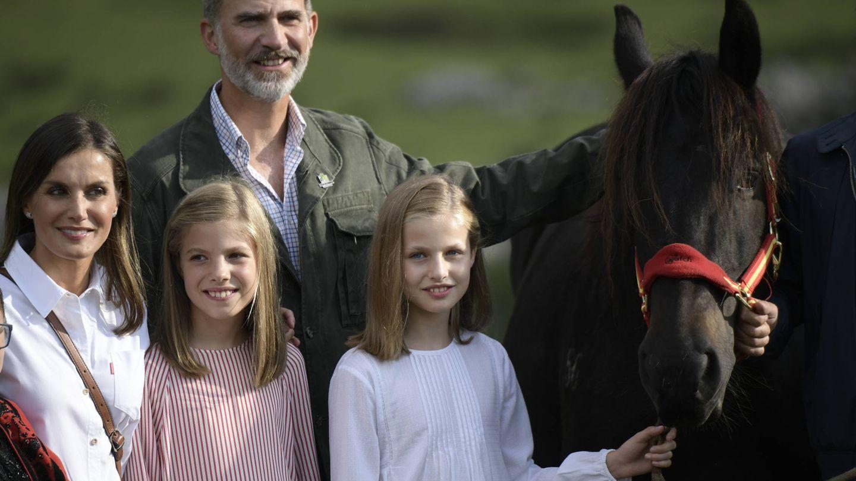 La Familia Real con la yegua Xana. (Limited Pictures)