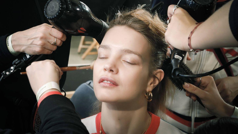 Durante la cuarentena puedes dejar respirar a tu cabello. (Imaxtree)