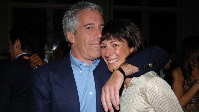 Jeffrey Epstein y Ghislaine Maxwell, en 'Jeffrey Epstein: asquerosamente rico'. (Netflix)