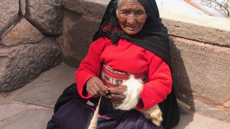 Una mujer en el Lago Titicaca. (J.B.)