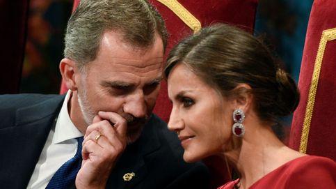 Los reyes Felipe y Letizia, dos aniversarios, una polémica (y el papel de las Campos)