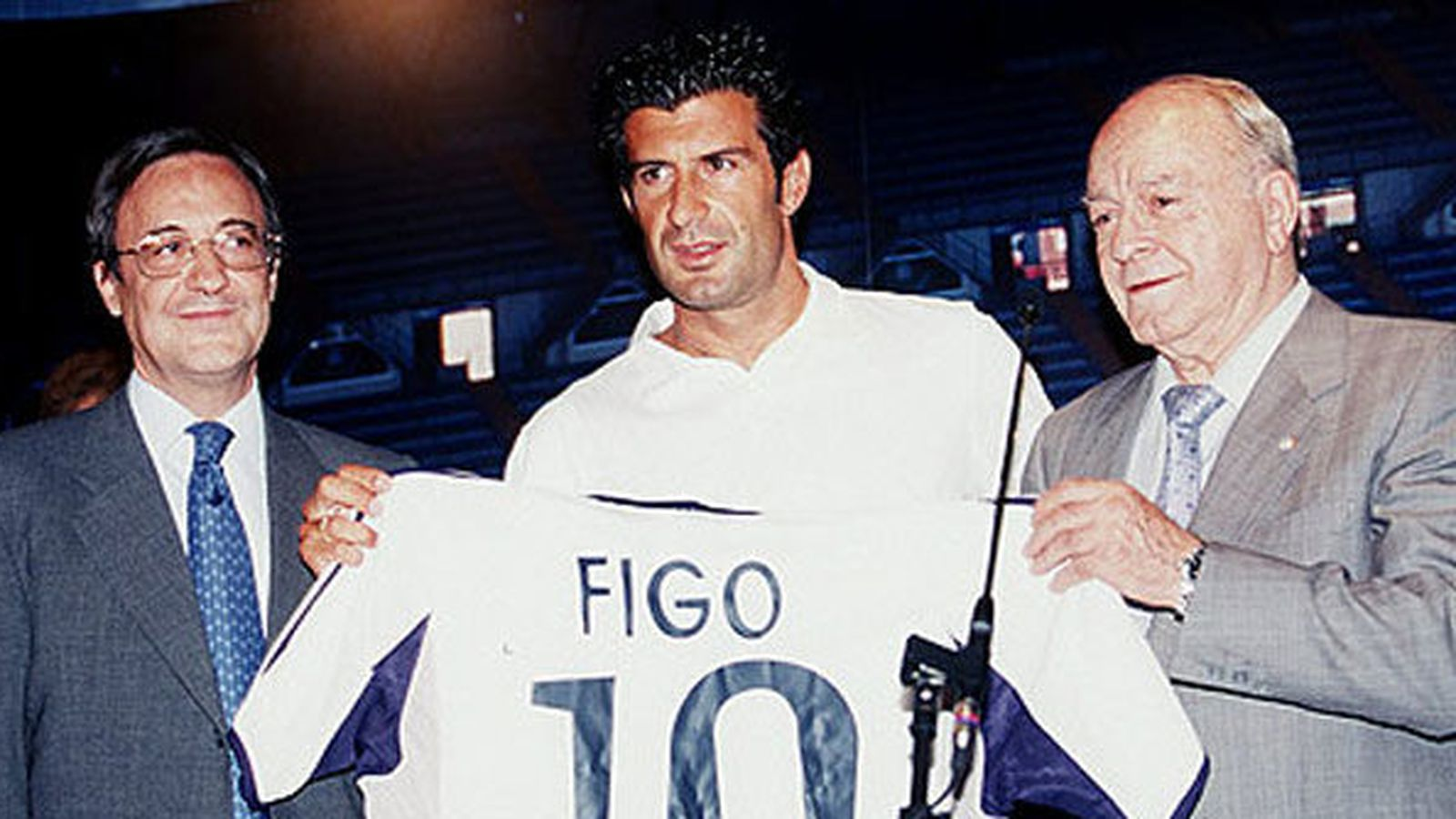 Foto: Figo, entre Florentino Pérez y Di Stéfano