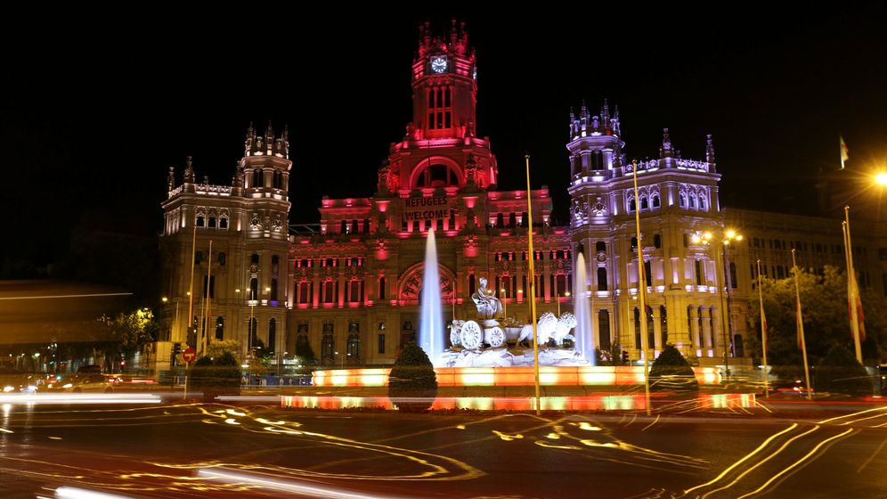 Foto: Imagen nocturna del Ayuntamiento de Madrid. (EFE)