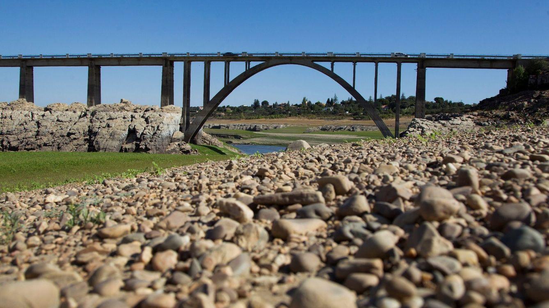 Foto: Embalse de Ricobayo, en Zamora, vaciado este mes de agosto por Iberdrola para producir energía hidráulica. (EFE)
