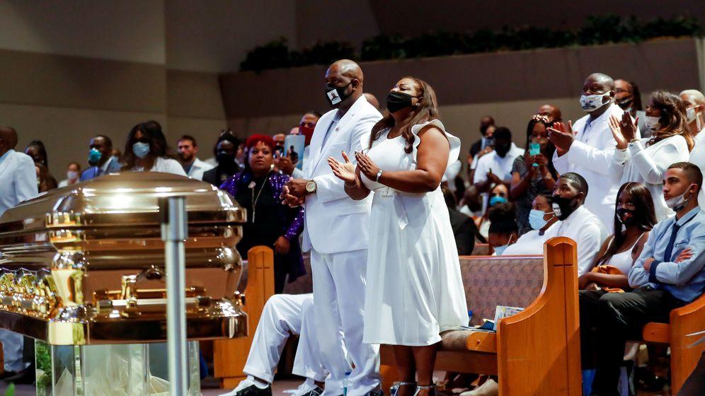 Foto: Familiares de Floyd durante el funeral. (Reuters)