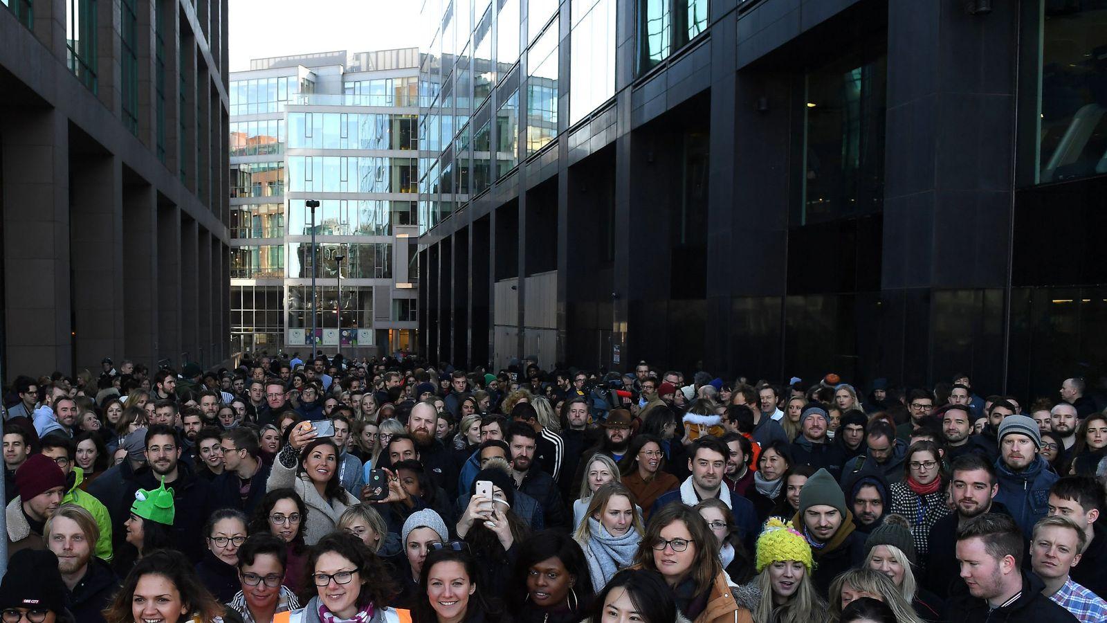 Foto: Trabajadores de Google en Dublín, protestando contra la gestión de la compañía en los casos de acoso sexual. (Reuters)