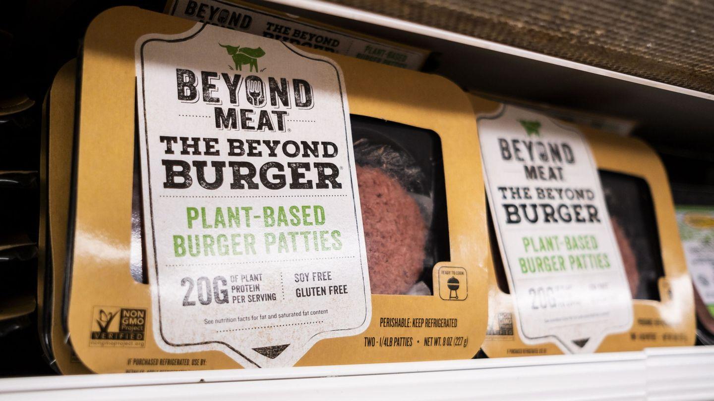 Uno de los productos de Beyond Meat en las estanterías de un supermercado. (Reuters)