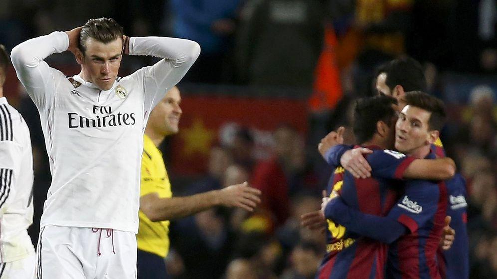 Foto: Gareth Bale se lamenta tras el gol barcelonista.