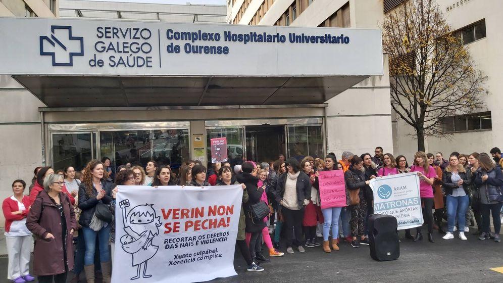 Foto: Las matronas protestan contra del cierre del paritorio de Verín. (EP)