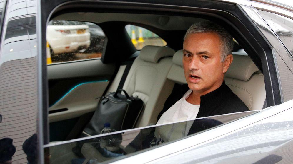 Foto: Mourinho abandonando Mánchester. (Reuters)