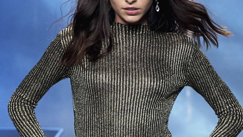 El simbólico 'topless' de la modelo Lucía Rivera en plena calle