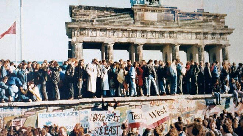 La caída del Muro de Berlín lo cambió todo: cuatro libros para entender un hito histórico