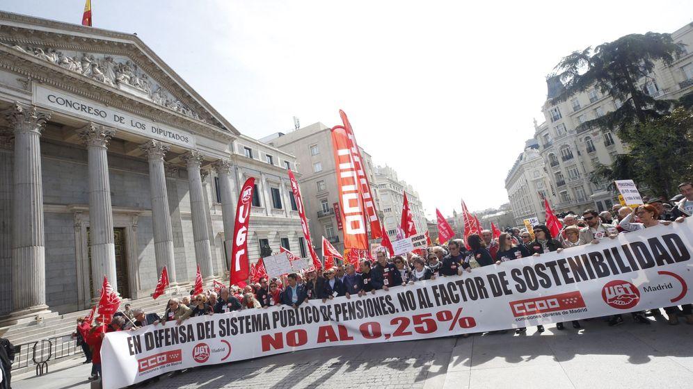 Foto: Movilización en defensa de las pensiones dignas en Madrid. (EFE)