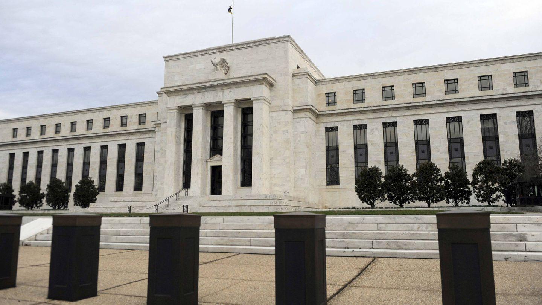 Fachada principal del edificio de la Reserva Federal, en Washington. (EFE)