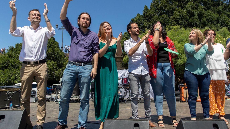 Susana Serrano (3i), junto a Iglesias, Maíllo y otros candidatos, durante un mitin de Podemos. (EFE)
