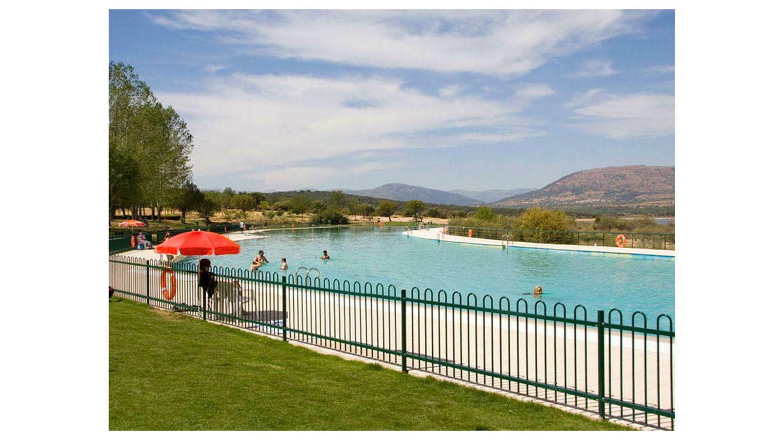 Las piscinas m s singulares de madrid para refrescarse en for Piscinas naturales buitrago