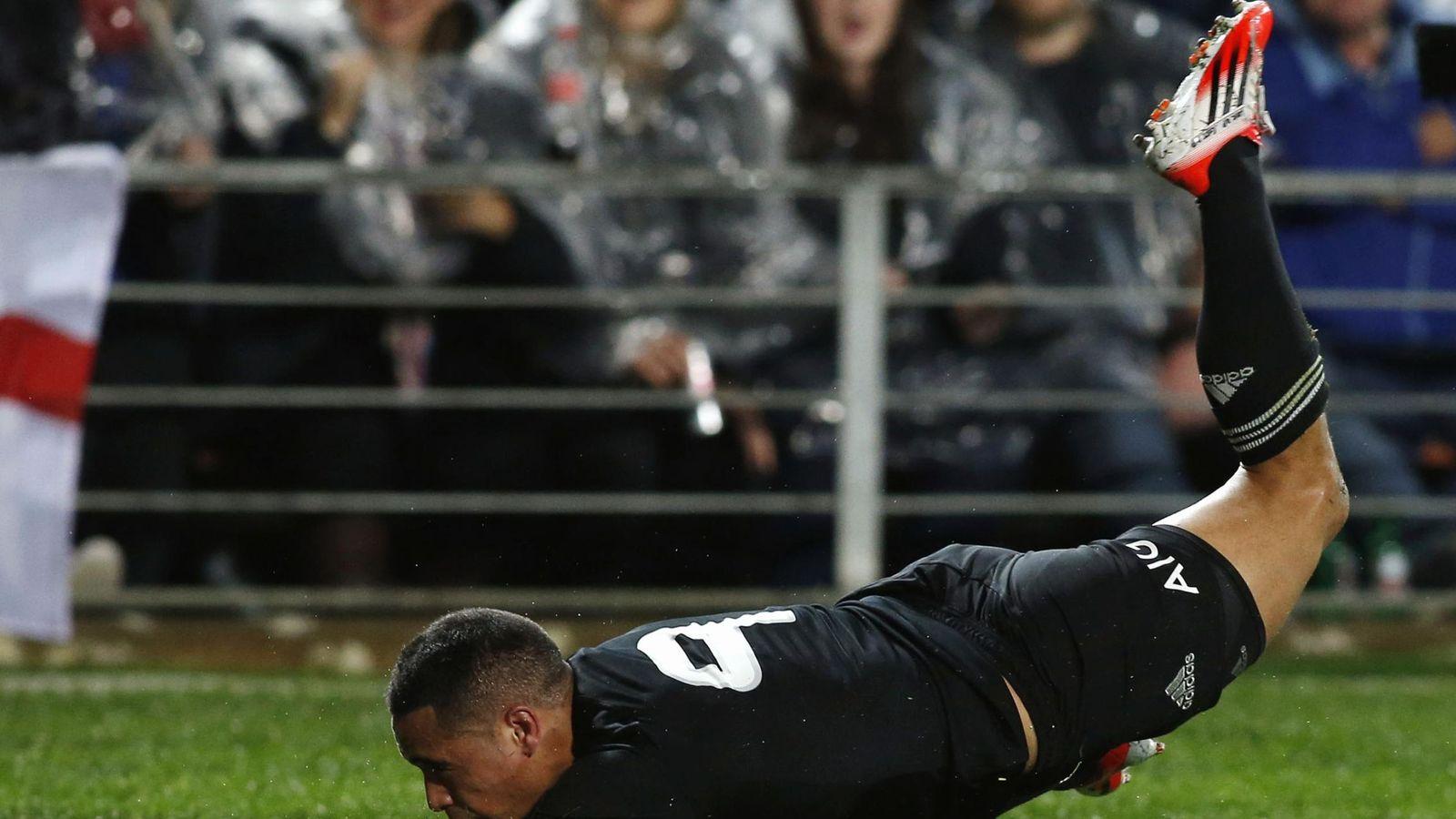 Foto: Aaron Smith logrando un ensayo con Nueva Zelanda.