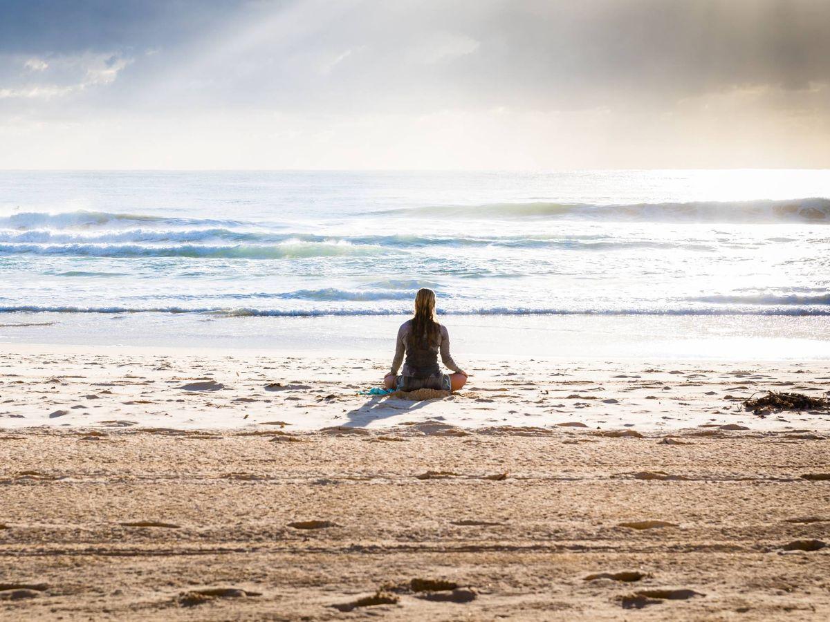 Foto: Calma los nervios con la meditación. (Simon Rae para Unsplash)
