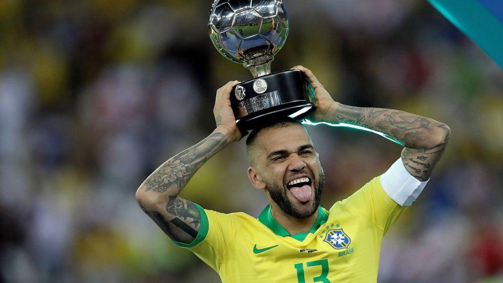 Foto: Alves ha sido el mejor jugador de la Copa América. (EFE)