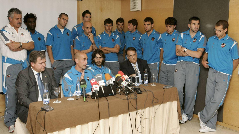 Rubiales, anunciando en 2008 el final de la huelga. (EFE)