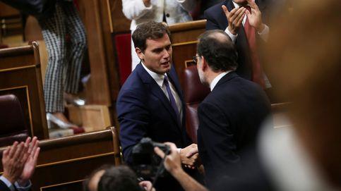 Rivera almuerza con Rajoy en Moncloa horas antes de verse con Pedro Sánchez