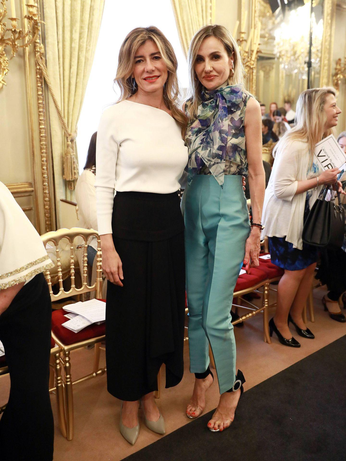 Begoña Gómez y Clara Courel. (Getty)