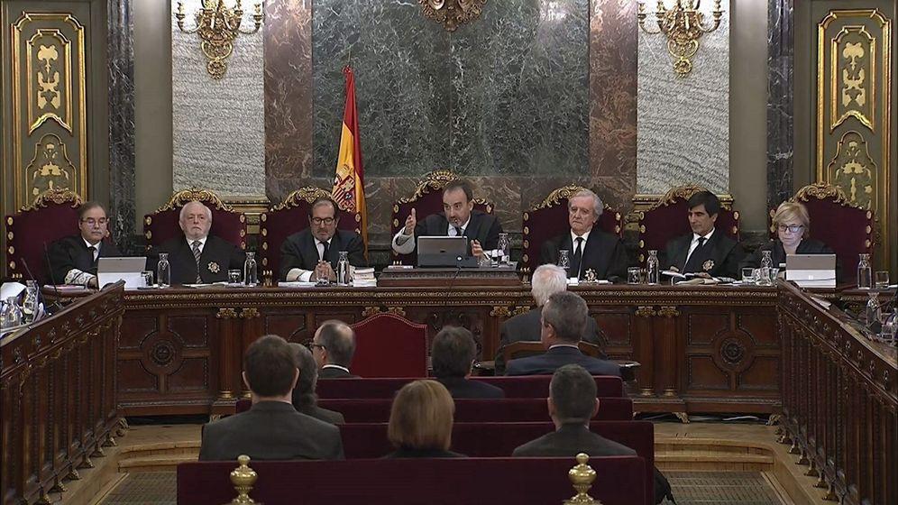 Foto: Imagen tomada de la señal institucional de Tribunal Supremo con la intervención del presidente del tribunal que enjuicia la causa del 'procés'. (EFE)