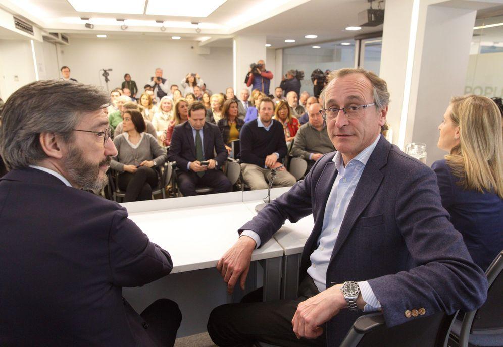 Foto: Alfonso Alonso, en la junta directiva del PP vasco de este lunes, en la que formalizó su dimisión. (EFE)