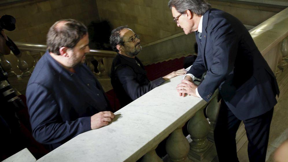 Foto: Artur Mas junto a Oriol Junqueras y el líder de la CUP, Antonio Baños. (Reuters)