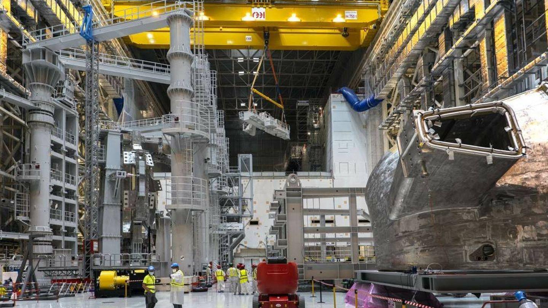 El último sector de la cámara de vacío en el hall de ensamblaje del ITER