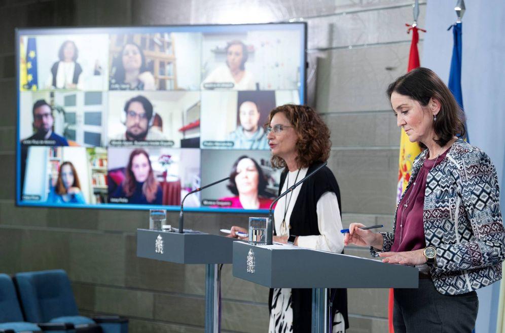 Foto: Las ministras de Hacienda e Industria, María Jesús Montero y Reyes Maroto, este 16 de abril en la Moncloa. (Borja Puig | Moncloa)