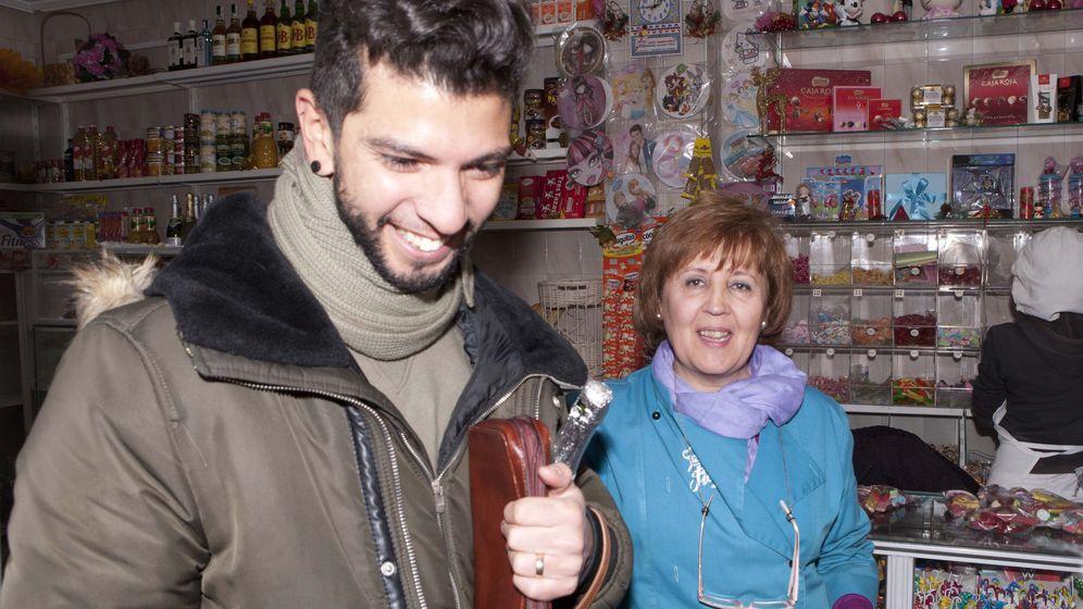 Foto: Una pastelería de Talavera reparte 20 décimos del Gordo, 8 millones de euros (EFE)