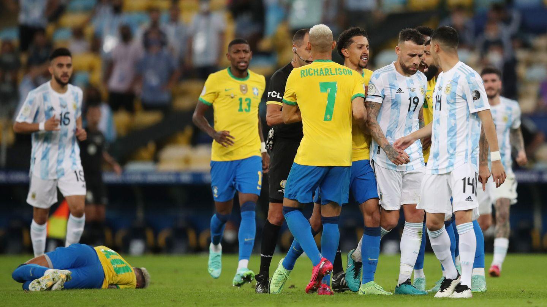 El partido estuvo marcado por la agresividad de ambos equipos. (Reuters)