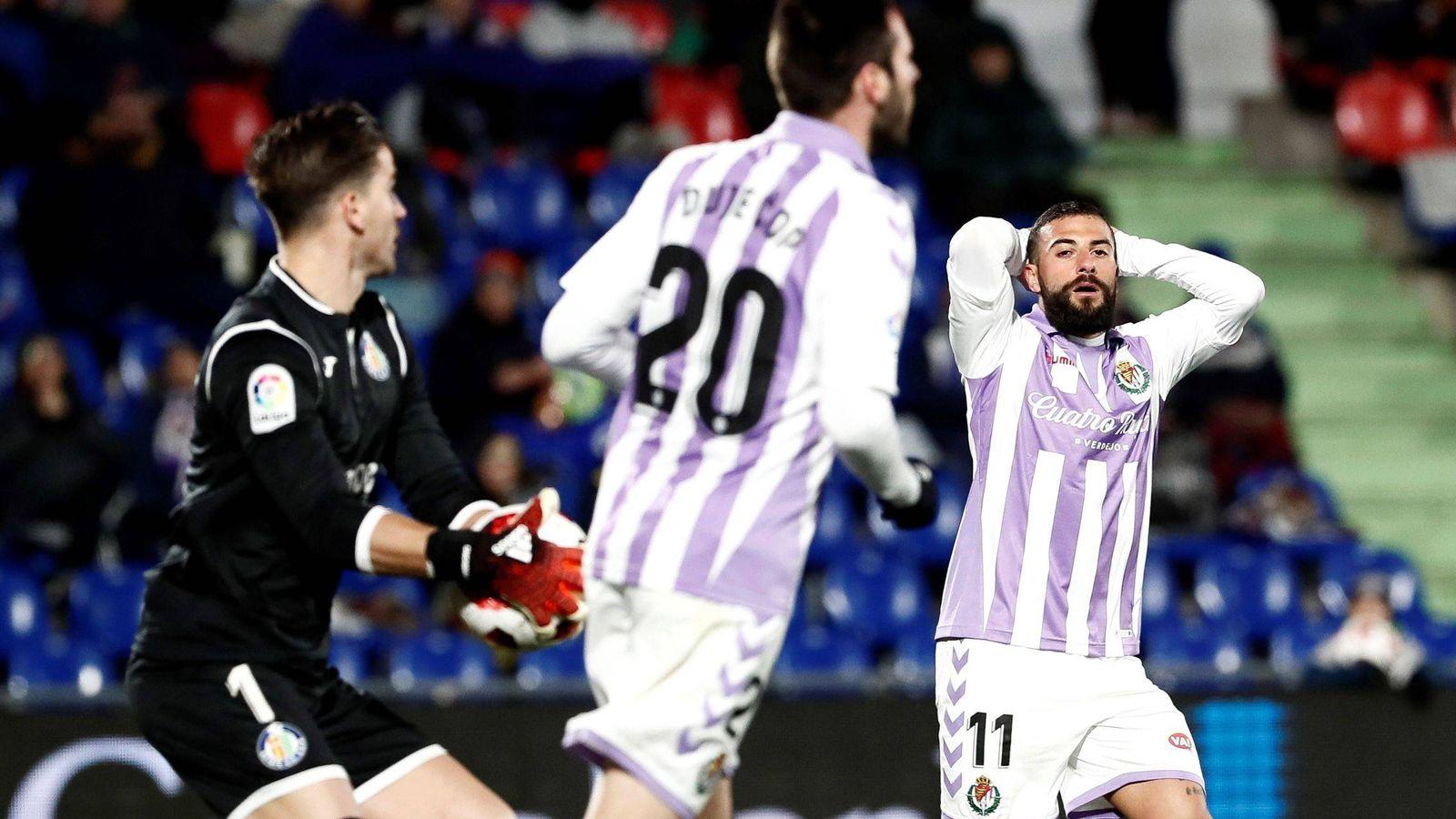 Foto: Jugadores del Valladolid lamentan una ocasión fallida. (EFE)