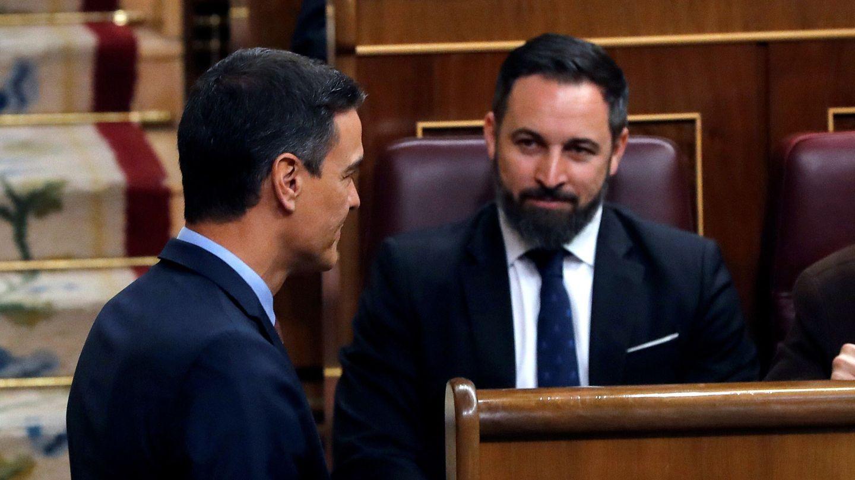 El presidente del Gobierno en funciones, Pedro Sánchez (iz), y el líder de Vox, Santiago Abascal (d). (EFE)