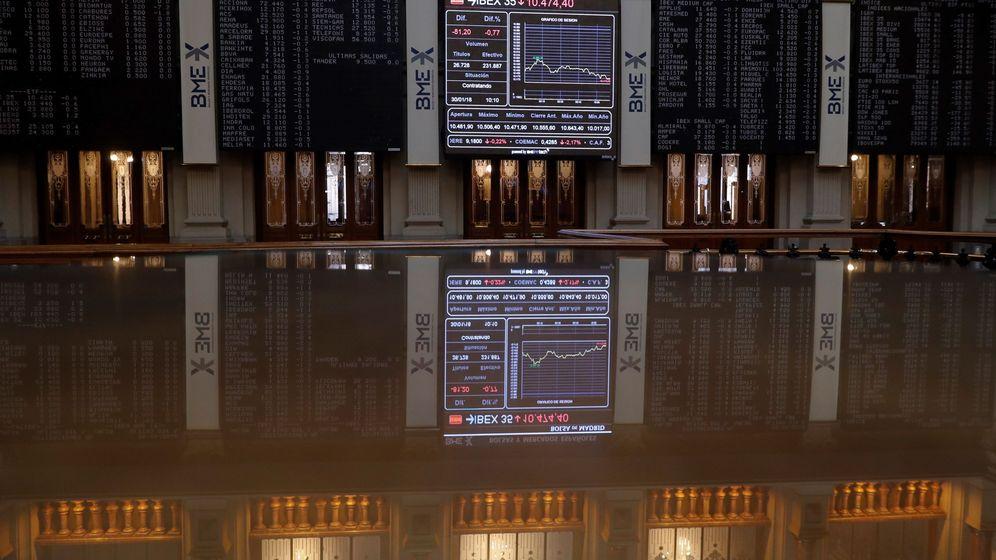 Foto: Bolsa de Madrid, cuyos paneles muestran la evolución del IBEX 35, principal indicador del parqué español. (EFE)