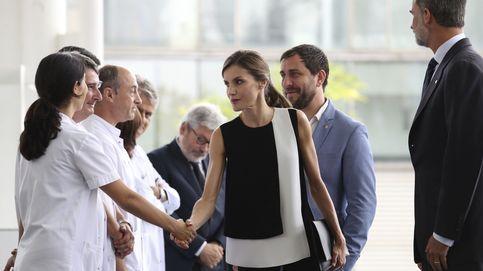 Los Reyes Felipe y Letizia visitan en los hospitales a los heridos del atentado