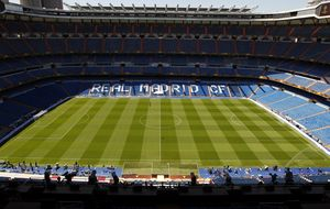Florentino pide 50 'kilos' al año a Microsoft por nombrar el estadio
