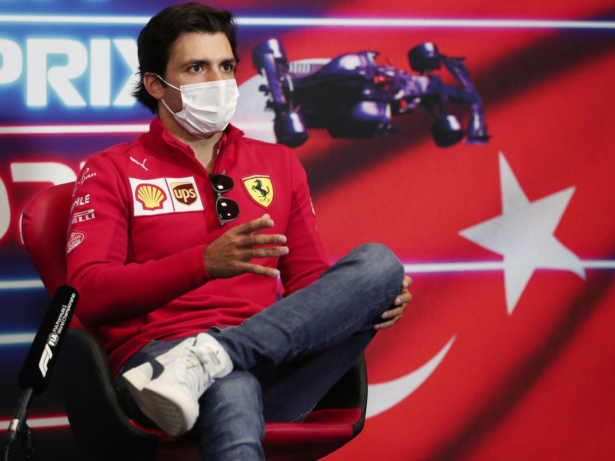 Foto: Carlos Sainz avanzaba en la rueda de prensa que le estimula salir desde el fondo de la parrilla