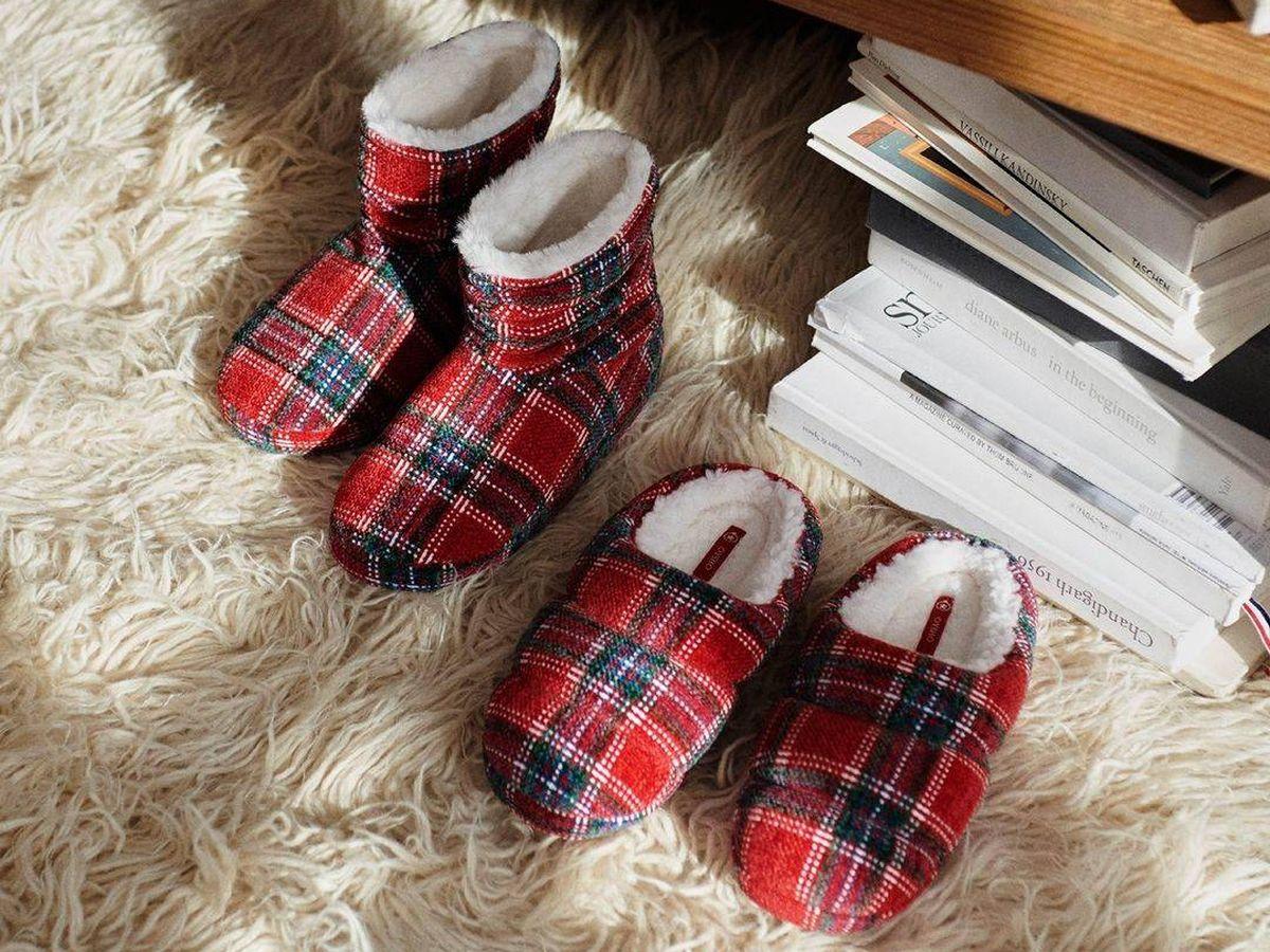 Foto: Zapatillas para andar por casa de Oysho. (Cortesía)