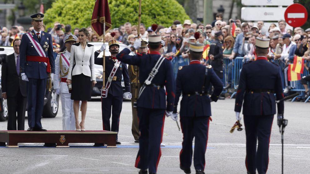 Los Reyes Felipe y Letizia, recibidos entre vítores en el acto central del Día de las Fuerzas Armadas