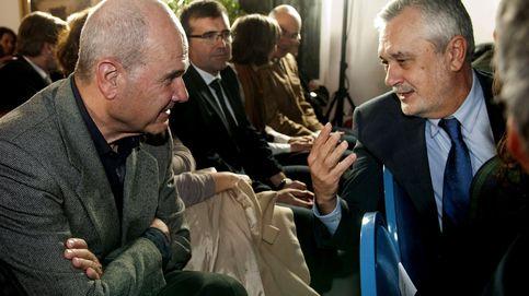 Chaves y Griñán piden la baja en el PSOE tras procesarles el juez