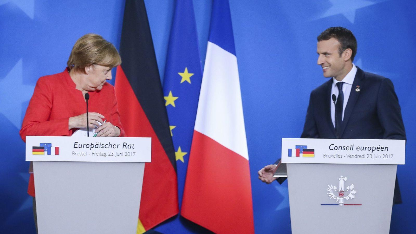 Foto: La canciller alemana, Angela Merkel, y el presidente francés, Emmanuel Macron. (EFE)