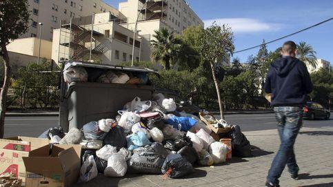 La basura se acumula en las calles de Alicante