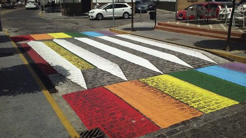 Orgullo en el paso de peatones de Sevilla